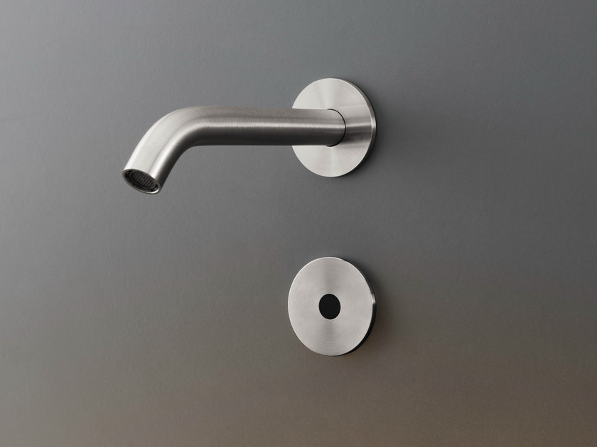 Wall mounted On/off infrared sensor IRS 04 by Ceadesign