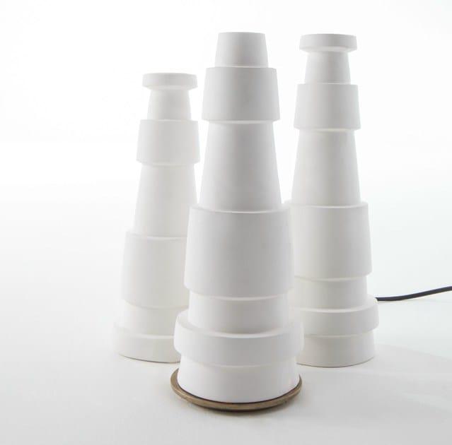 lampe de table fait main en porcelaine chemin e by haptein. Black Bedroom Furniture Sets. Home Design Ideas
