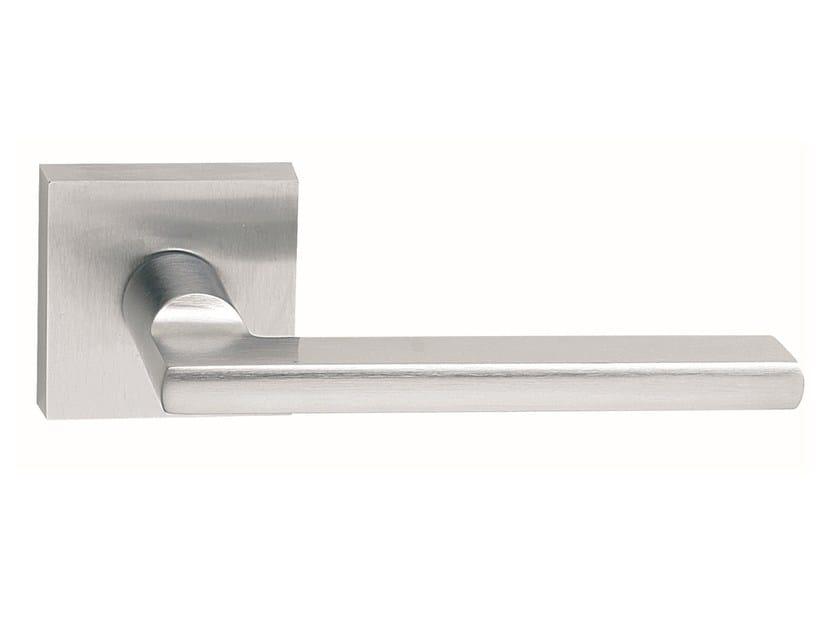 Zamak door handle on rose METRO | Door handle by Frascio