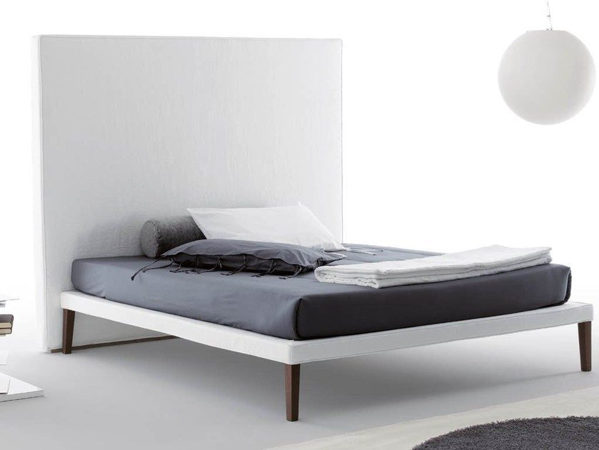 Double bed with high headboard EBRIDI | Bed with high headboard - Orizzonti Italia