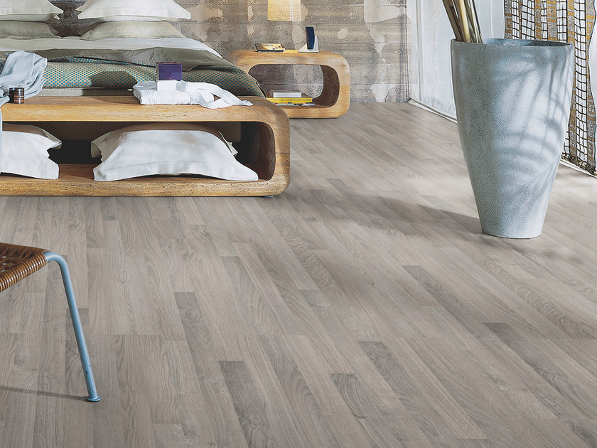 Laminate flooring with wood effect CLASSIC GREY OAK 3-STRIP - Pergo