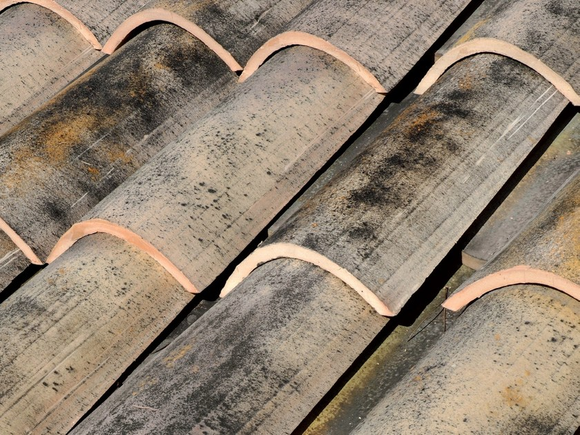 Clay bent roof tile COPPO MEDITERRANEO ANTICATO by Tegolaia