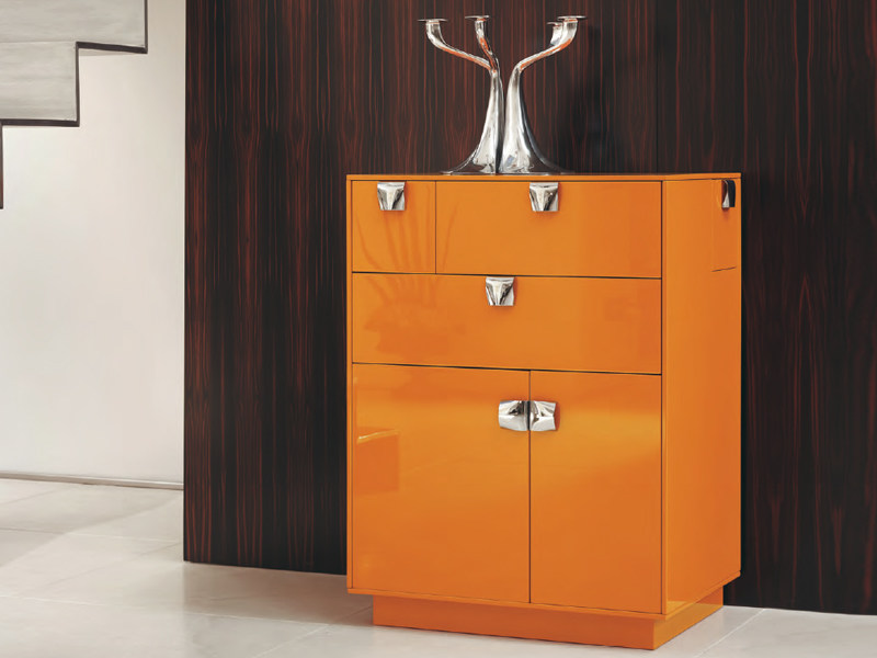 Madia laccata in legno collezione deca dance by feg for Industria mobili