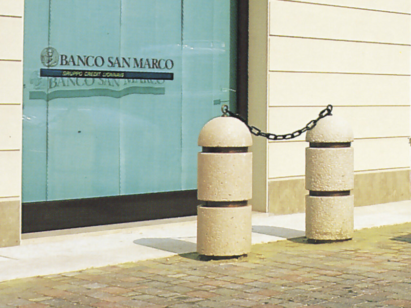 Concrete bollard with chains ISLAND - Gruppo Industriale Tegolaia