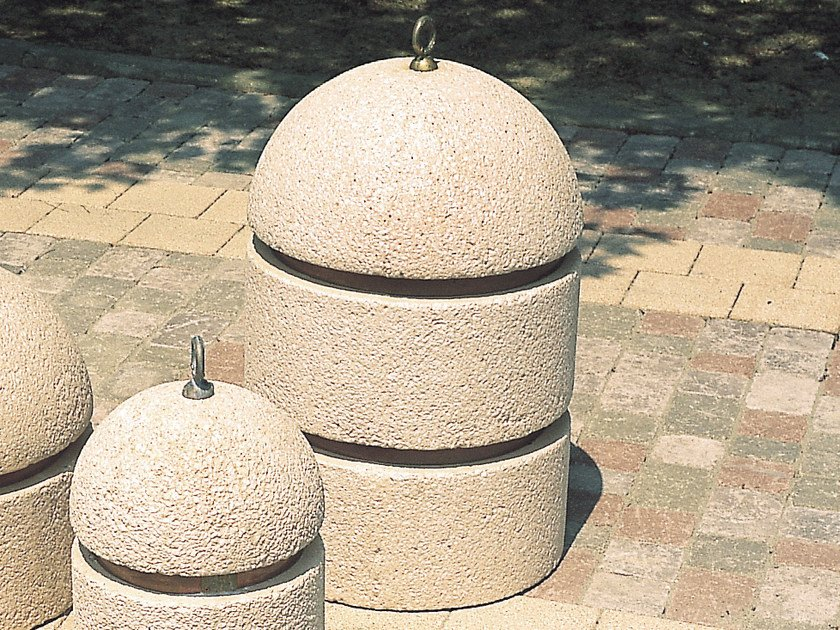 Concrete bollard with chains PARKING - Gruppo Industriale Tegolaia