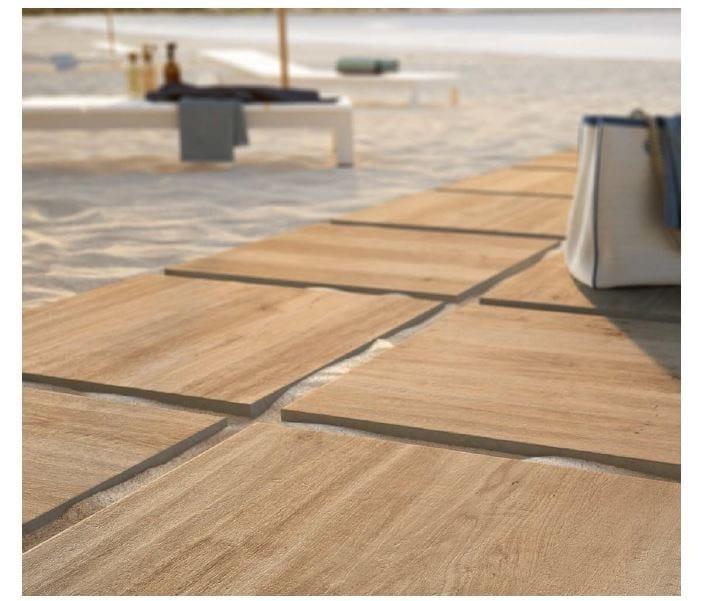 Pavimento per esterni in gres porcellanato effetto legno for Parquet porcelanico