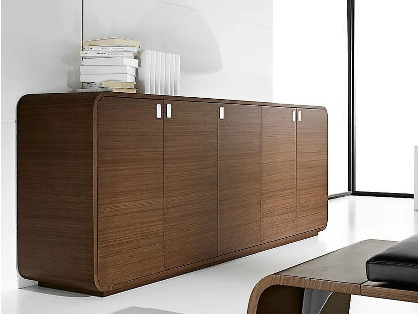Low wood veneer office storage unit with lock SESTANTE | Office storage unit by IFT