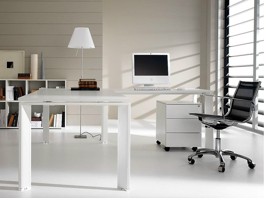 L-shaped lacquered executive desk PRATIKO | Lacquered office desk - IFT