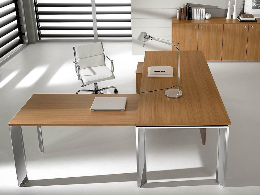 L-shaped steel and wood executive desk PRATIKO | L-shaped office desk - IFT