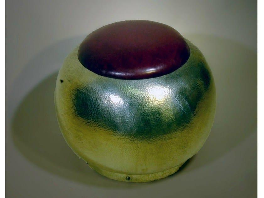 Upholstered metal pouf 40200 | Pouf - Tisserant