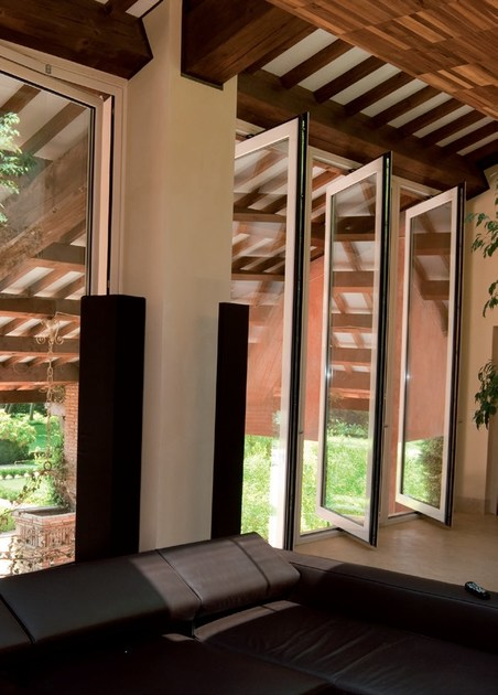 Finestra a bilico in alluminio e legno finestra a bilico for Finestre a bilico verticale
