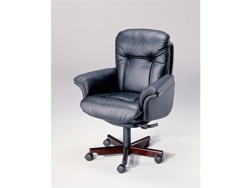 Executive chair with 5-spoke base 9689W | Executive chair - Dyrlund