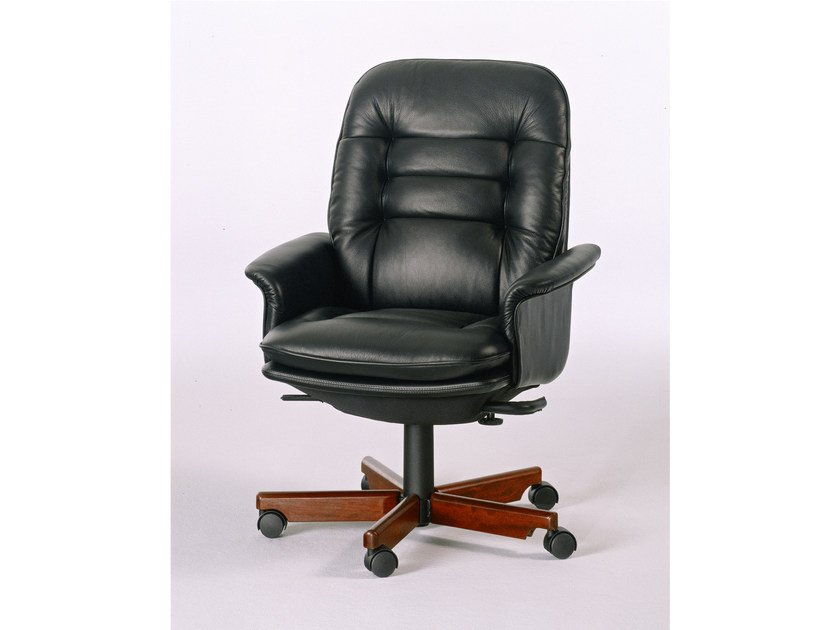 Executive chair with 5-spoke base with casters 7868W | Executive chair - Dyrlund