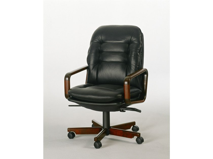 Executive chair with 5-spoke base 8368W | Executive chair by Dyrlund