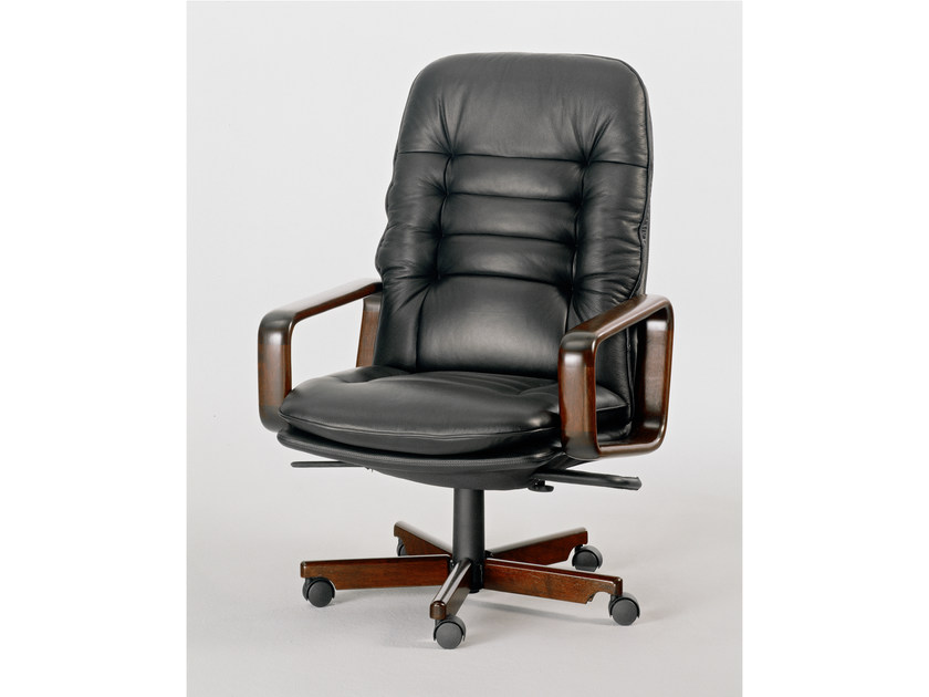 Executive chair with 5-spoke base 8370W | Executive chair - Dyrlund