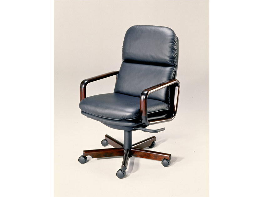 Executive chair with 5-spoke base 9266W | Executive chair by Dyrlund