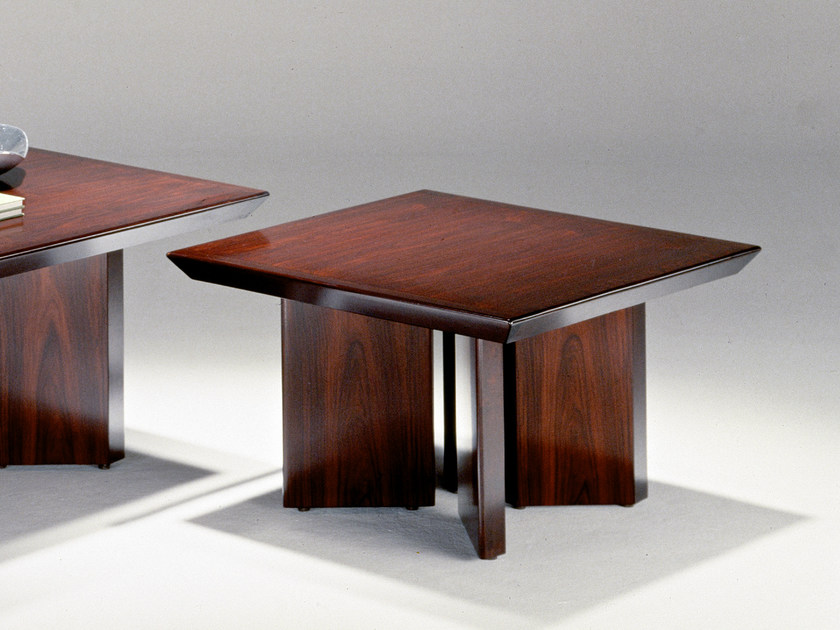 Classic style square office desk 6514A | Office desk - Dyrlund