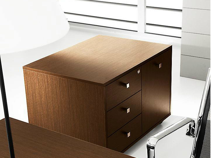 Low melamine-faced chipboard office storage unit with lock PRATIKO | Office storage unit - IFT