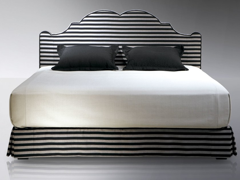 t te de lit haute pour lit double versailles by treca. Black Bedroom Furniture Sets. Home Design Ideas