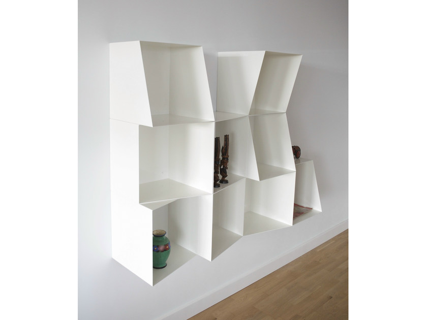 Lacquered modular floating bookcase TOTEM | Floating bookcase - Design by nico