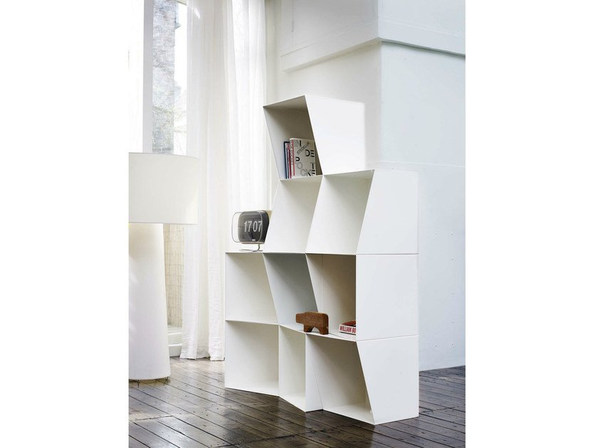 Freestanding lacquered modular bookcase TOTEM | Bookcase by Design by nico
