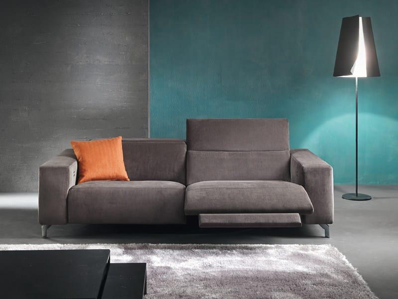Divano reclinabile a 3 posti con movimento elettrico soho for Divano reclinabile 2 posti