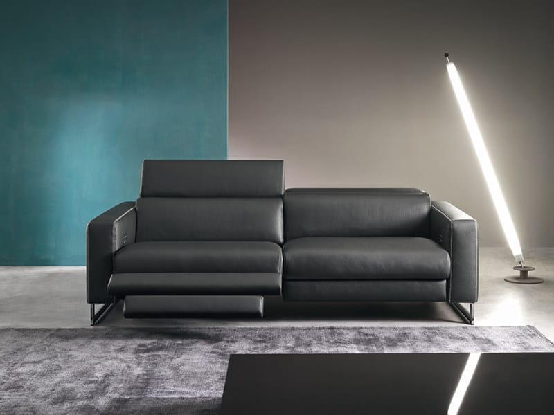 Divano reclinabile a 3 posti con movimento elettrico for Divano elettrico