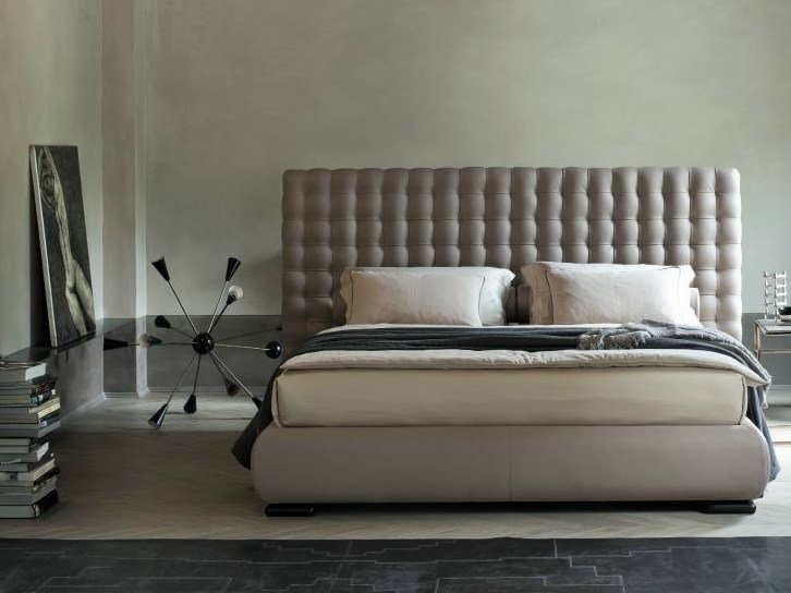 Double bed with high headboard CHOCOLAT - Twils