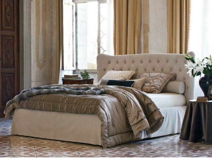 Double bed with tufted headboard TOMMY CAPITONNÈ WITH SKIRT - Twils