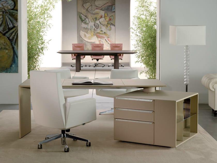 Scrivania con scaffale integrato c e o cube desk for Scaffale da scrivania