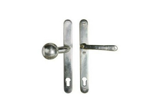 Door handle on back plate with lock 9547 | Door handle on back plate - Dauby