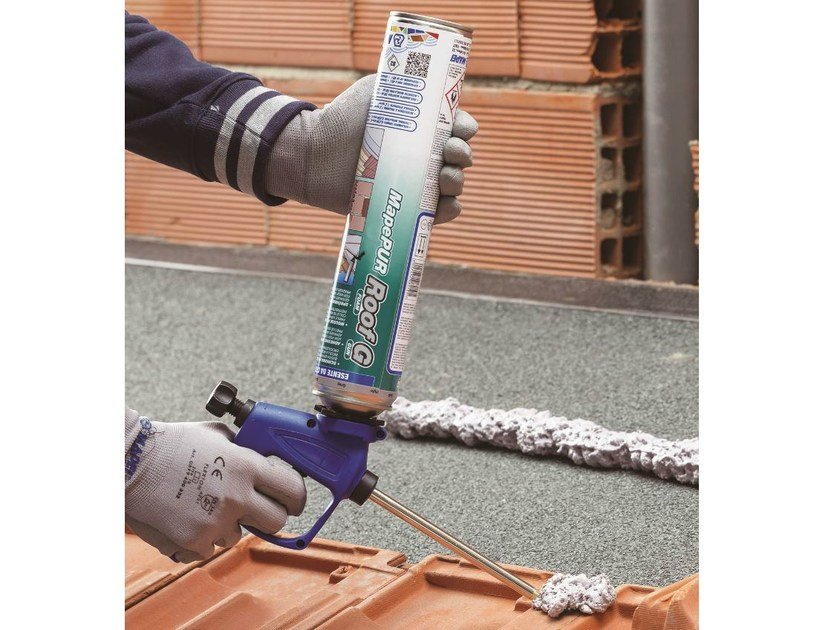 Expanding polyurethane foam adhesive MapePUR Roof Foam by MAPEI