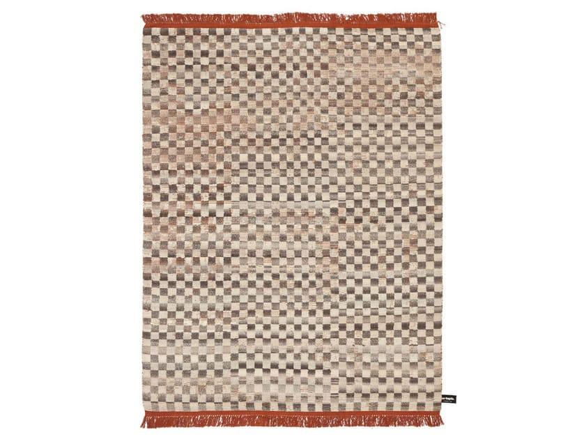 Handmade custom rug OLDIE DAMIER by cc-tapis ®