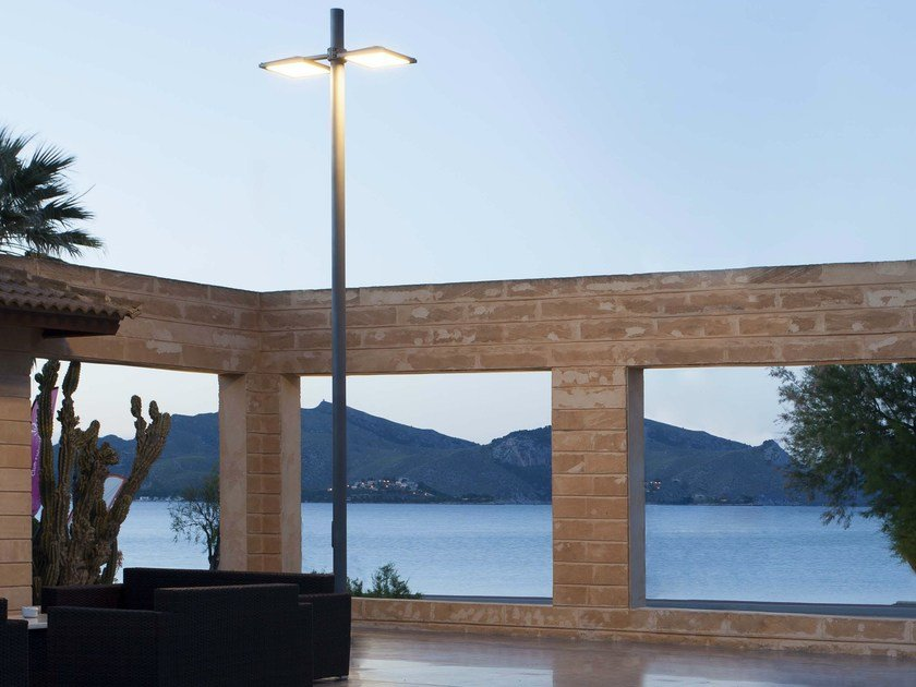 LED die cast aluminium garden lamp post UFO - iGuzzini Illuminazione