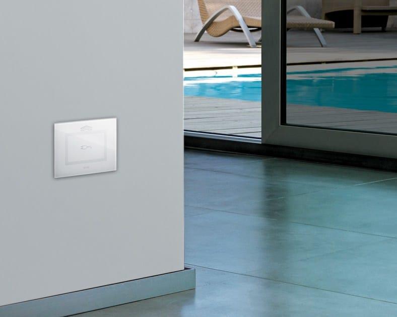 Presa elettrica in vetro domus touch presa elettrica ave for Interruttori touch