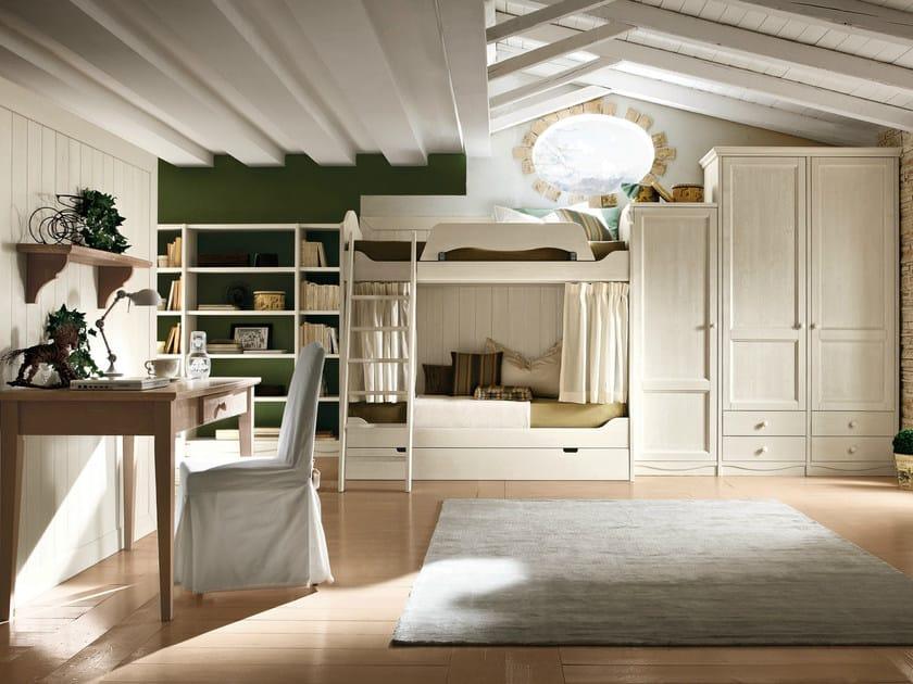 Cameretta in legno in stile classico con letti a castello ...