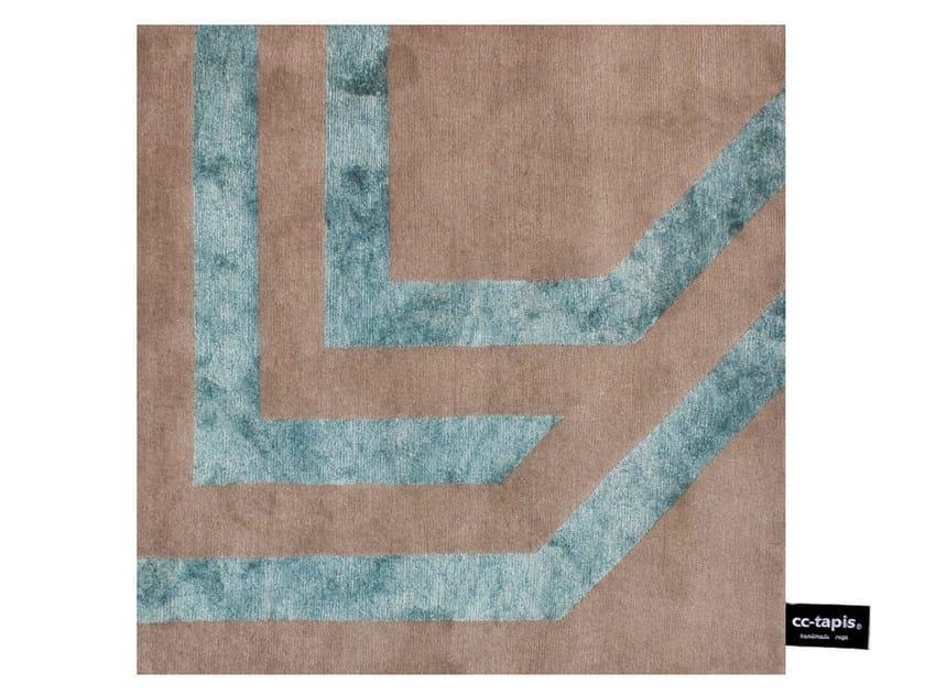 Handmade square rug WATCH MY SIDEWALK - cc-tapis ®