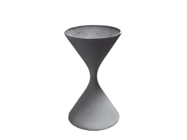 High cement vase SPINDEL - SWISSPEARL Italia