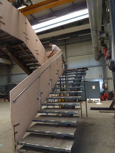 L-shaped metal Open staircase Metal Open staircase by YDF
