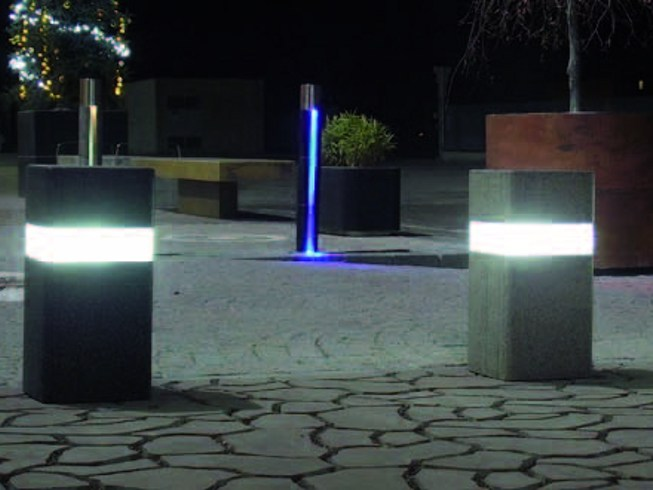 Bollard with built-in light SQUARE LIMIT by PAVESMAC
