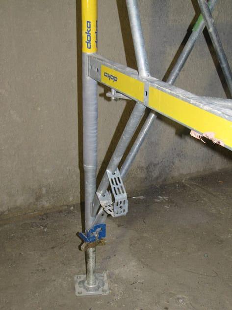 Staxo 40 - piede registrabile e staffa integrata per aggancio DPI