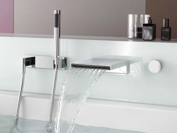 Wall-mounted chrome-plated bathtub spout
