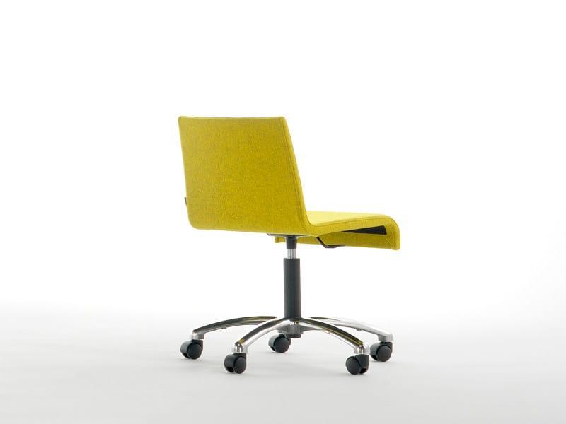 Sedia ufficio operativa con ruote a 5 razze R1 | Sedia con ruote - Viccarbe