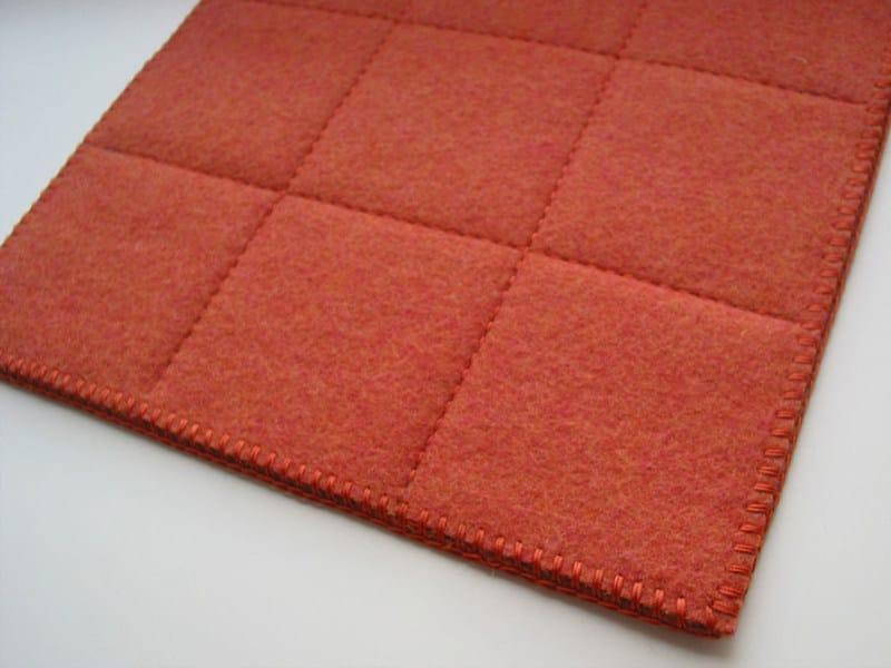 Tappeto quadrato in feltro a motivi geometrici GRID ...