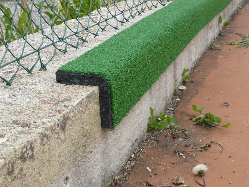 Protezione per spigoli e cordoli in erba sintetica for Cordoli per giardino