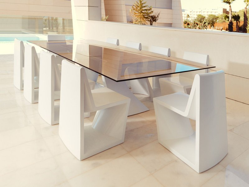 Rectangular glass table REST | Rectangular table by VONDOM