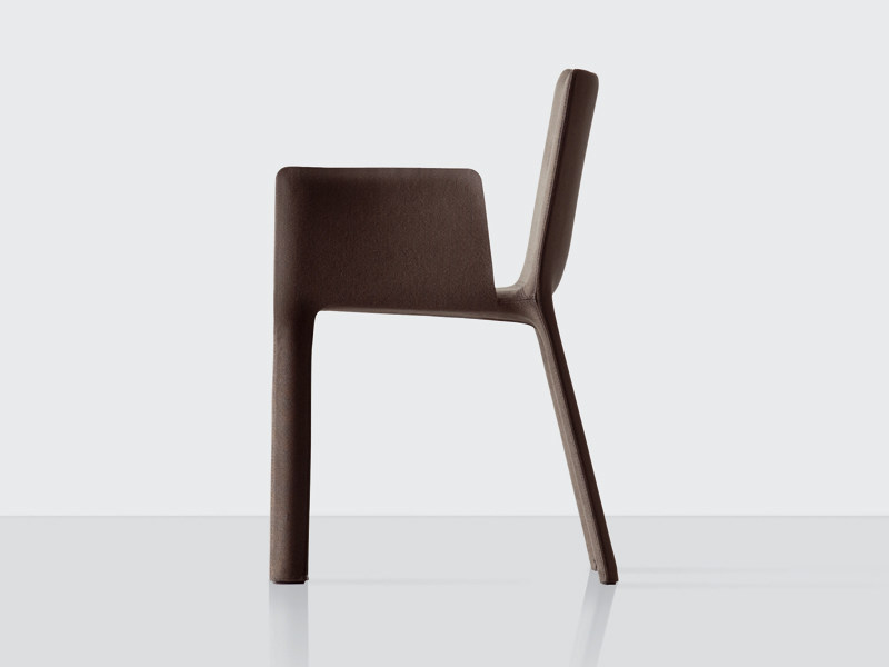 Upholstered leather chair with armrests - Joko con braccioli