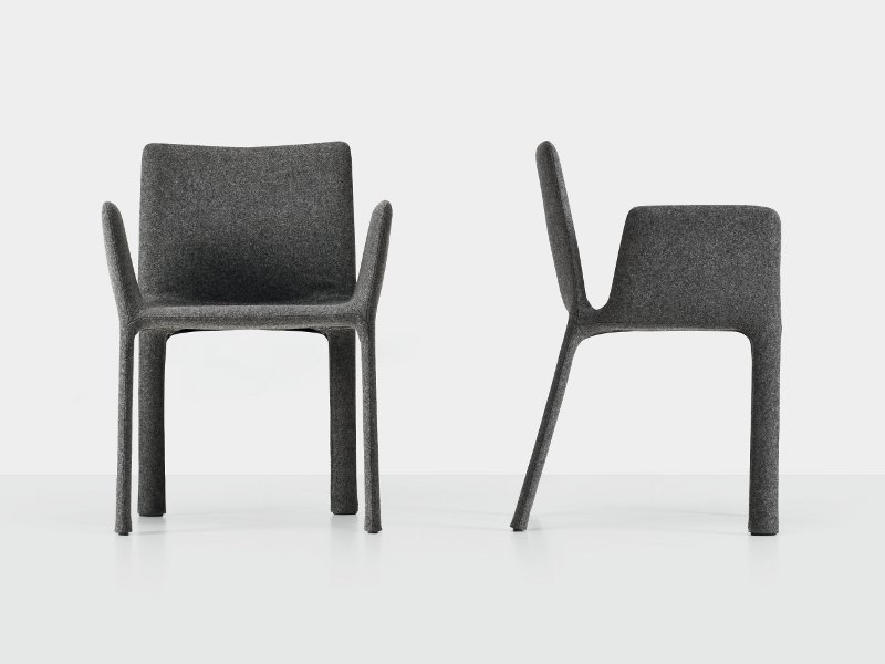 Upholstered fabric chair with armrests - Joko con braccioli
