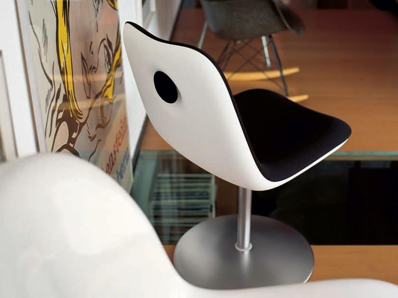 Boum sedia girevole by kristalia design monica graffeo for Sedia design girevole