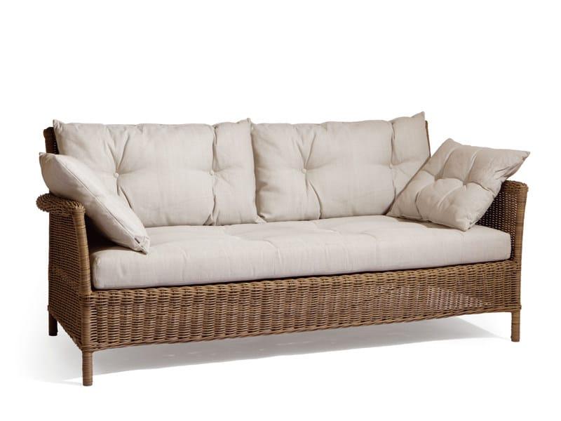 Beaumont divano da giardino by manutti for Divanetti per giardino economici